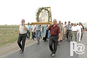 Табынская икона вдохновила троичан и принесла дожди…