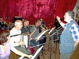 Эстрадному оркестру Виктора Мельникова - 25 лет