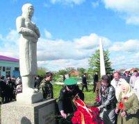В Троицком районе установлен памятник Матерям и вдовам погибших защитников Отечества.