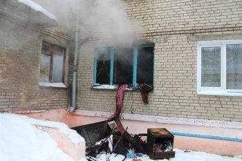 На пожаре спасли более 20 человек (видео)