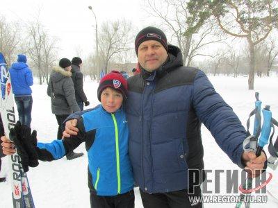 На лыжне и стар, и млад
