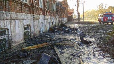В горящем доме взорвался газовый баллон