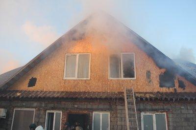 Ночной пожар в Троицке тушили до утра