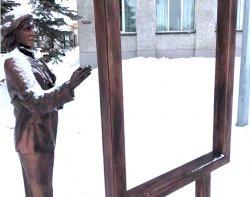 Художник на центральной площади снова подвергся нападению вандалов