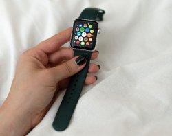 Умные часы вместо смартфонов получат женщины на 8 марта