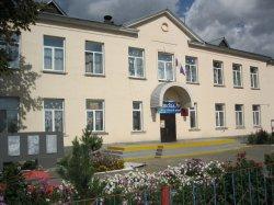 В школе Троицка часть потолка обрушилась на учеников во время урока