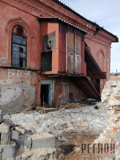 Красивейшее здание города разрушается на глазах