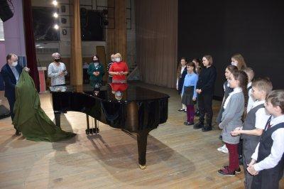 В Троицк привезли новый рояль