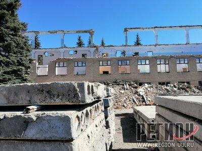 В Троицке бывший дизельный завод превратили в руины