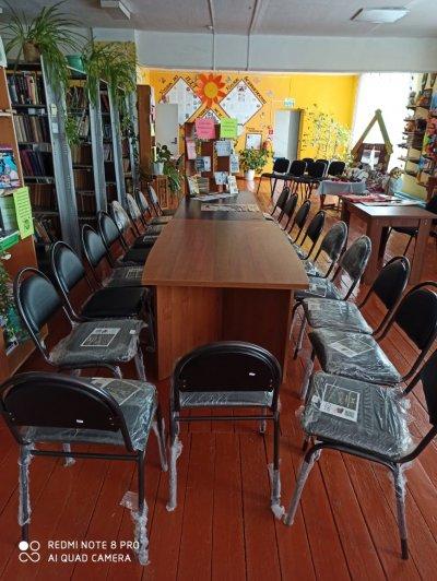 В Карсинскую центральную библиотеку и в Песчанский Дом культуры привезли 38 новых стульев