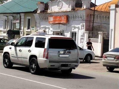 Свадебный кортеж сбил детей на пешеходном переходе