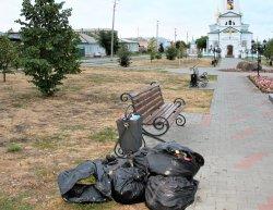 Троицк ждёт высоких гостей: скамейки залатали, газоны залили