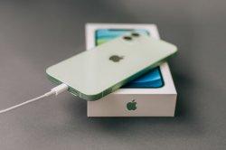 Какой адаптер для iPhone выбрать: основные параметры подбора зарядок