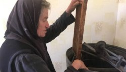 Монахини накачали мед к Успенскому посту