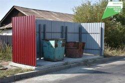 В индивидуальном жилом секторе устанавливают новые контейнерные площадки