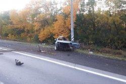 Водитель погиб в столкновении с электроопорой