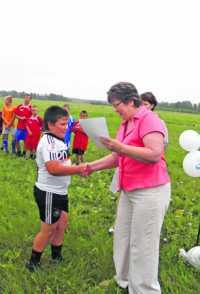 Футбольное поле для мальчишек из глубинки